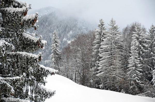 """Le village des """"Balcons du Mont Blanc"""" porte bien son nom en hiver... Et fait la joie de tous ceux qui viennent s'entraîner aux plaisirs de la glisse et des randonnées en raquette....© David Raynal"""