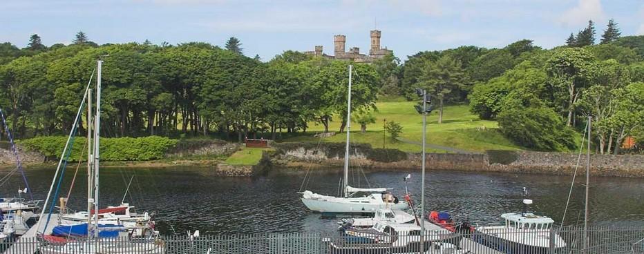 Ile de Lewis, vue depuis le Royal Hotel Cromwell Street sur le célèbre Château de Stornoway. © Royal Hotel Cromwell Street