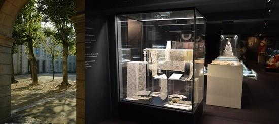 De gauche à droite : Musée Beaux Arts et Dentelle©CDT Orne; Salle Dentelle ©Musée Beaux Arts et Dentelle