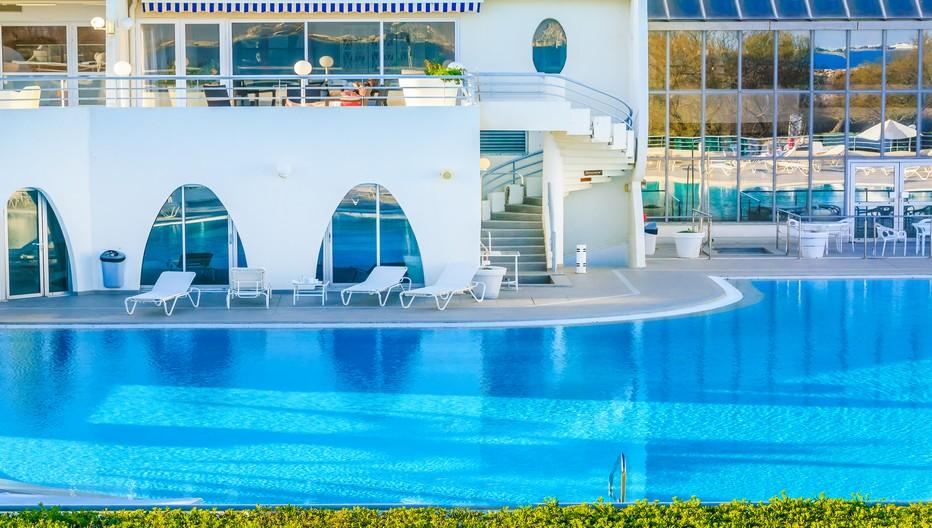 La magnifique piscine Corallines-Thallaso où nombreux sont les soins, et rituels côté thalasso, et côté Spa, avec une année placée sous le signe de la perte de poids.© Thalasso Corallines La Grande Motte