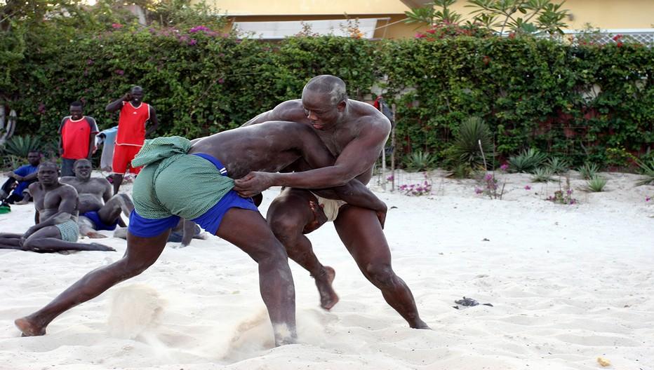 Le Sénégal une très belle destination. Entraînement au sport national : la lutte sénégalaise  © David Raynal
