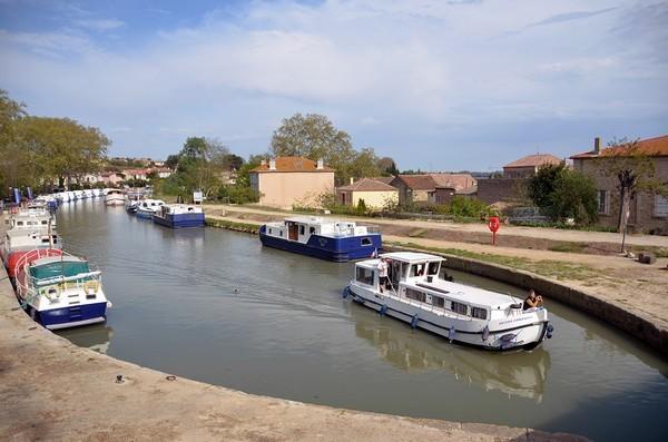 Petit port dans le département de l'Hérault - Canal du Midi  © David Raynal