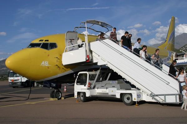 En vols passagers de et vers la Corse, ASL Airlines France assure des vols à la demande et, jusqu'à l'année dernière, a réalisé des vols touristiques pour le compte de tour-opérateurs.  ©www.aslairlines.fr