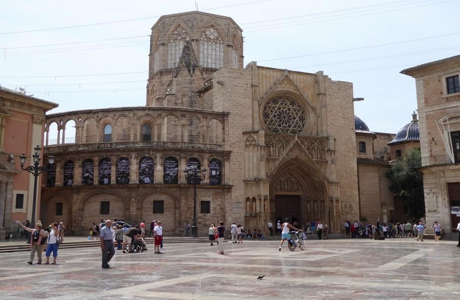 Troisième ville d'Espagne, Valence a le cœur grand ouvert sur un  patrimoine ancestral et les audaces de sa modernité, le tout à deux pas de plages immaculées. Ici le centre ville de Valence. © Catherine Gary