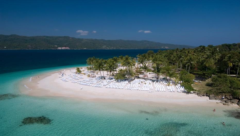 Réputée pour ses immenses plages de sable fin  et ses eaux transparentes, la RépubliqueDominicaine située au centre de l'archipel des Caraïbes, est une destination estivale unique. © OT République Dominicaine