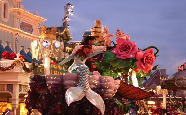 Disneyland Paris : Mickey aux couleurs de Noël