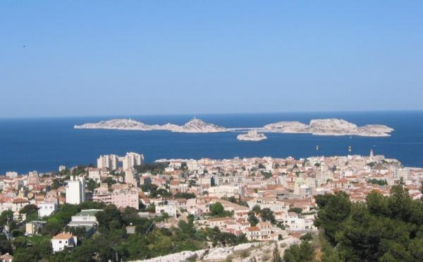 Aigle-Azur : Tarifs promotionnels  Paris-Tunis et  Marseille-Alger