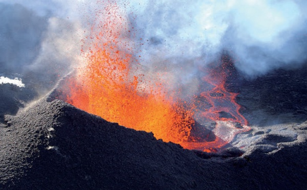 La Réunion - Deuxième éruption du Volcan de la Fournaise.