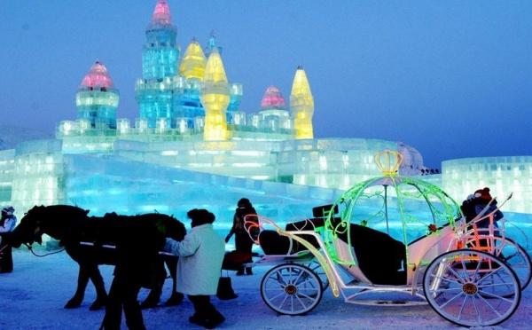 Chine, féérie d'une ville, grandeur nature, sculptée dans la glace