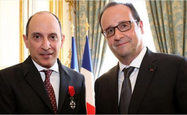 Le PDG de QatarAirways décoré par François Hollande