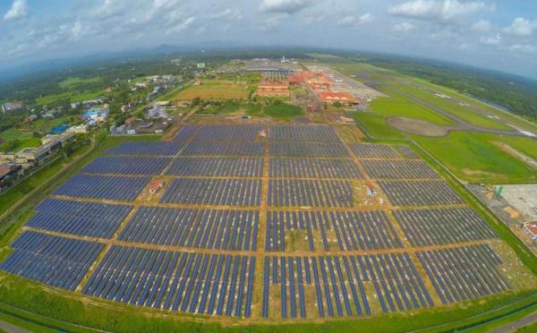 Inde - le premier aéroport solaire au monde