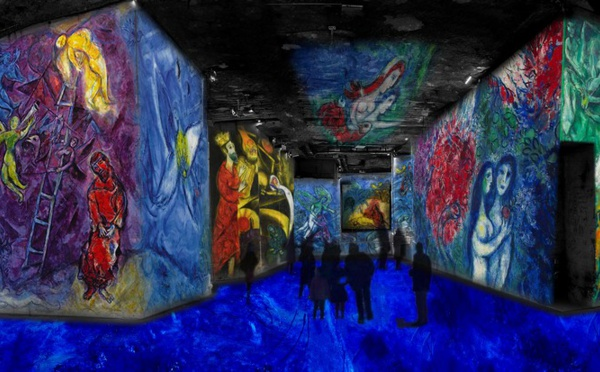 Les Carrières de Lumière font vibrer les couleurs de Chagall !